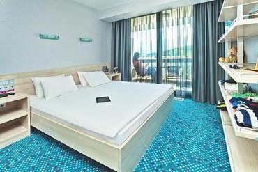 """фото стандартный 3-местный 2-комнатный с двуспальной кроватью и диваном, Отель """"Ялта-Интурист"""", Ялта"""