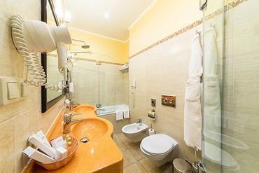 """фото Люкс супериор 2-местный 2-комнатный, ALEAN FAMILY RESORT & SPA DOVILLE отель (бывш. """"Довиль Отель & SPA"""" SPA-Отель), Анапа"""