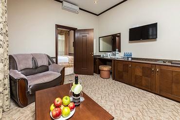 """фото Люкс стандарт 2-местный 2-комнатный, ALEAN FAMILY RESORT & SPA DOVILLE отель (бывш. """"Довиль Отель & SPA"""" SPA-Отель), Анапа"""