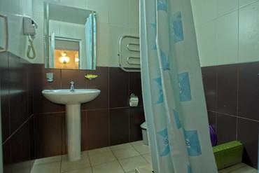 """фото Стандартный 3-местный 2-комнатный с балконом,сауной корп.Б (1эт), Гостиничный комплекс """"Орешник"""", Сочи"""