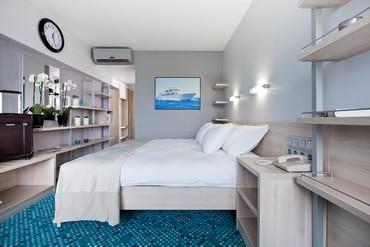 """фото Стандартный 3-местный с двуспальной кроватью и диваном, Отель """"Ялта-Интурист"""", Ялта"""