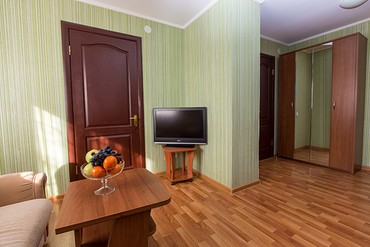 "фото Family 4-местный,3-комнатный, Санаторий ""Славутич"", Алушта"