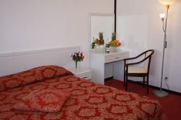 """фото Студио """"Romantic"""" , 2-местный, Отель """"Генрих 3*"""", Сочи"""