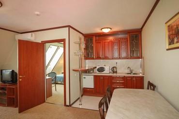"""фото Люкс 2-местный, 2-комнатный с кухней, Отель """"Генрих 3*"""", Сочи"""