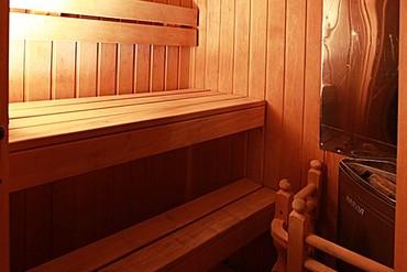 """фото Люкс 2-местный, 2-комнатный с сауной, Отель """"Генрих 3*"""", Сочи"""