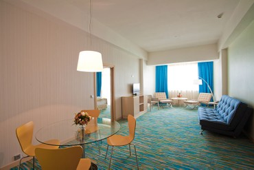 "фото Люкс 2-местный 2-комнатный, Отель ""Riviera Sunrise Resort & SPA (бывш. Radisson RESORT&SPA ALUSHTA)"", Алушта"