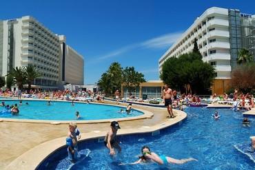 "фото Бассейн, Отель ""Family Life Alcudia Pins 3*"", Майорка"