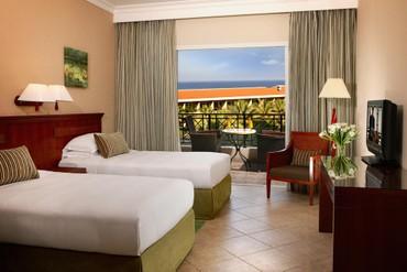 """фото Номер, Отель """"Fujairah Rotana Resort & SPA 5*"""", Фуджейра"""