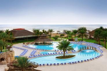 """фото Бассейн, Отель """"Fujairah Rotana Resort & SPA 5*"""", Фуджейра"""