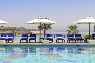 """фото Бассейн, Отель """"Radisson Blu Resort Sharjah"""" 4*, Шарджа"""
