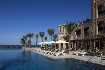 """фото Бассейн, Отель """"Sheraton Sharjah Beach Resort & Spa"""" 5*, ОАЭ"""