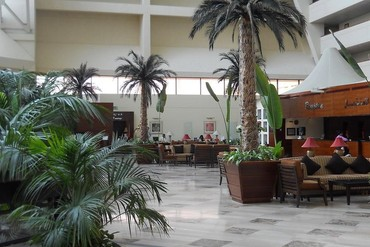 "фото Холл, Отель ""Radisson Blu Resort Sharjah"" 4*, Шарджа"