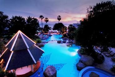 "фото бассейн, Отель ""Long Beach Garden Hotel & Spa"" 4*, Паттайя"