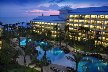 "фото Бассейн, Отель ""Ravindra Beach Resort & Spa"" 4*, Паттайя"
