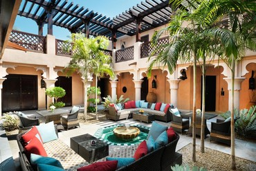 "фото Холл, Отель ""Madinat Jumeirah Dar Al Masyaf Summerhouse 5*"", Дубай"