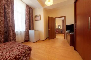 """фото Полулюкс 2-местный 2-комнатный с балконом с доп. местом, Гостиница """"Черноморская (Анапа)"""", Анапа"""