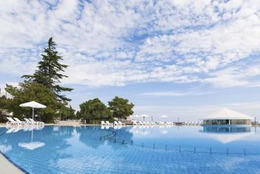 "фото бассейн, Отель ""Riviera Sunrise Resort & SPA (бывш. Radisson RESORT&SPA ALUSHTA)"", Алушта"