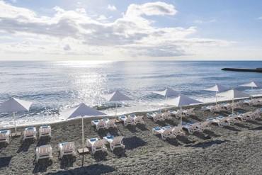 "фото пляж, Отель ""Riviera Sunrise Resort & SPA (бывш. Radisson RESORT&SPA ALUSHTA)"", Алушта"
