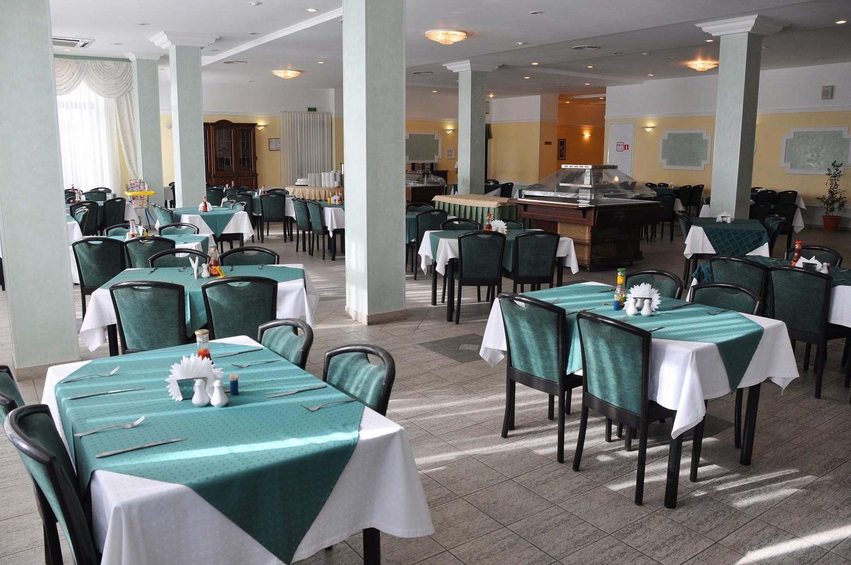 Hotel_5902_12208_9_stolovaya