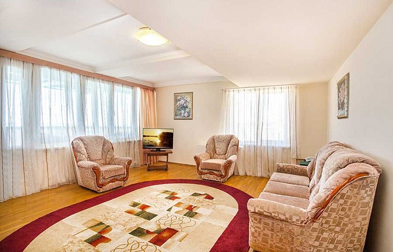 «Люкс» 3-комнатный 2-местный  с террасой №600