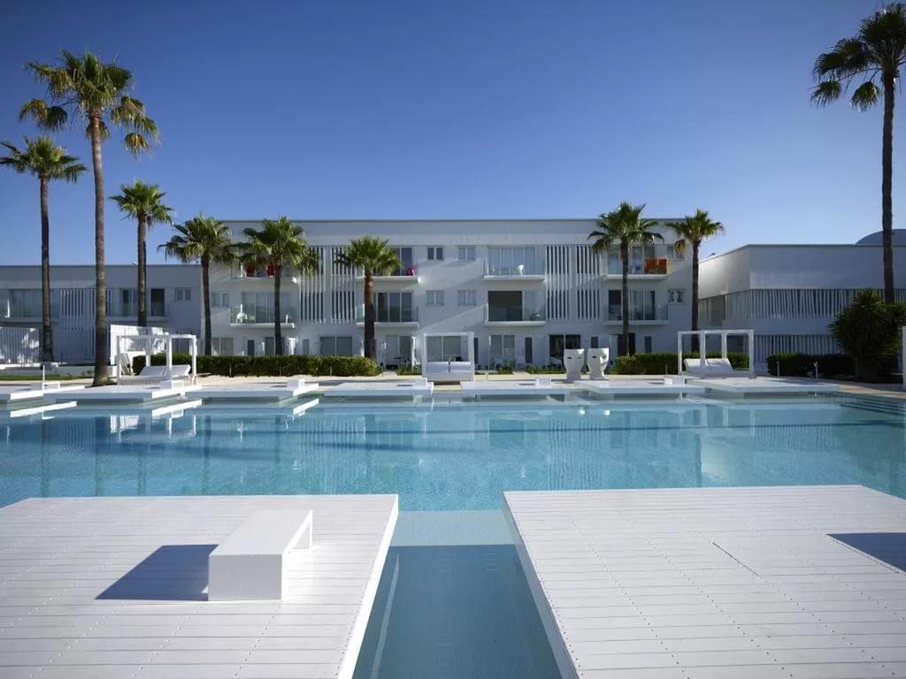 "фото Отель, Отель ""Atlantica So White Luxury Resort"" (Бывш. So White Boutique Suites), Айя-Напа"