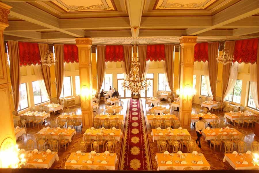 Bisnes-hotel-in-batumi-intourist-palace-banket-holl