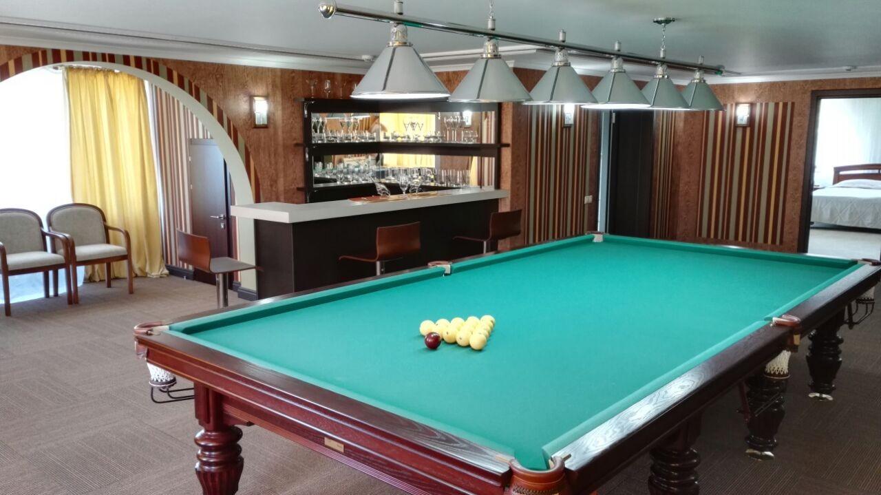 3-floor-billiard