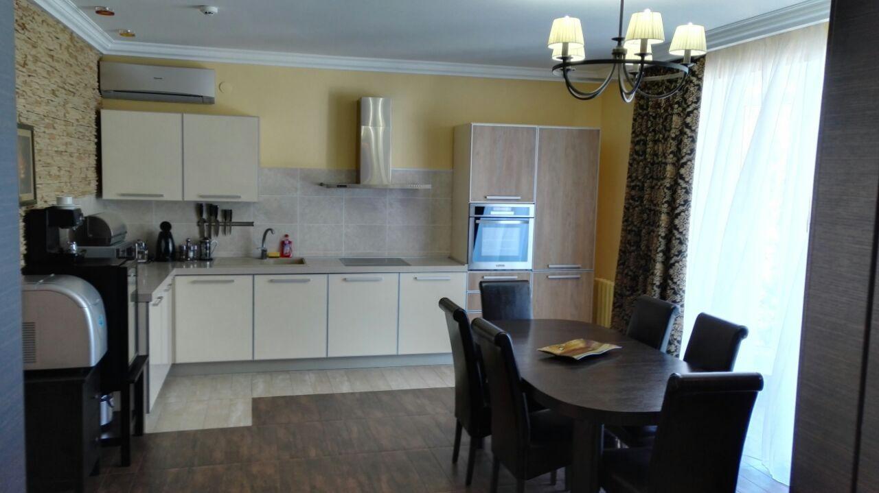 3-floor-kitchen