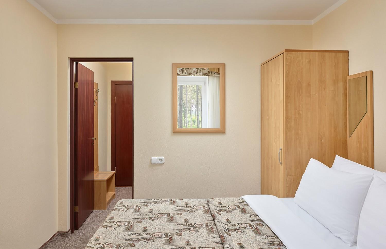 Стандартный номер с двуспальной кроватью (к. 4)