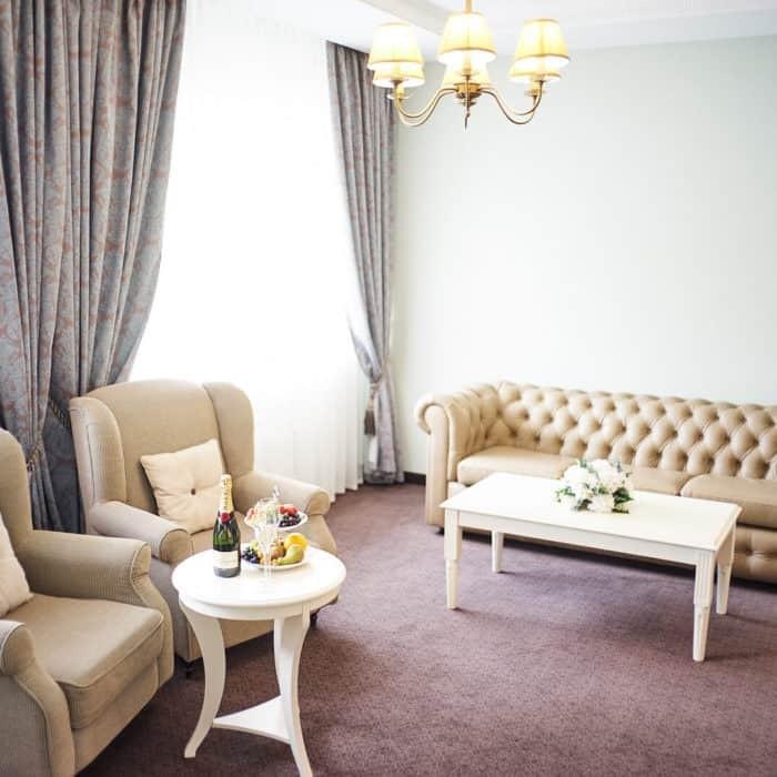 Family-room-grumant-hotel-2-700x700